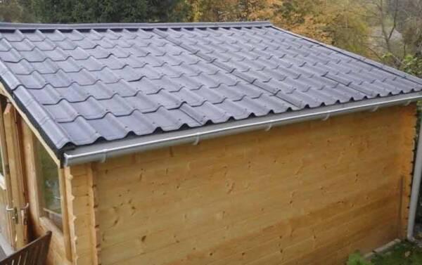 Caseta madera con teja asfáltica ligera Onduvilla negro