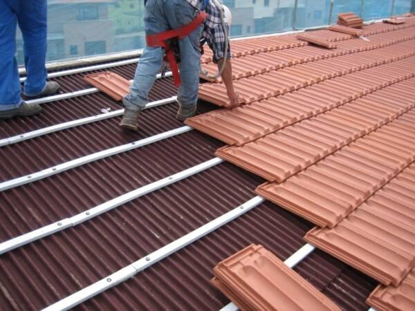Listón PVC Onduline: detalle instalación teja plana
