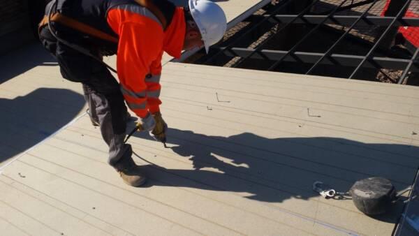 Tornillo Autorroscante: Fijación Panel Sándwich en Estructura Metálica 1
