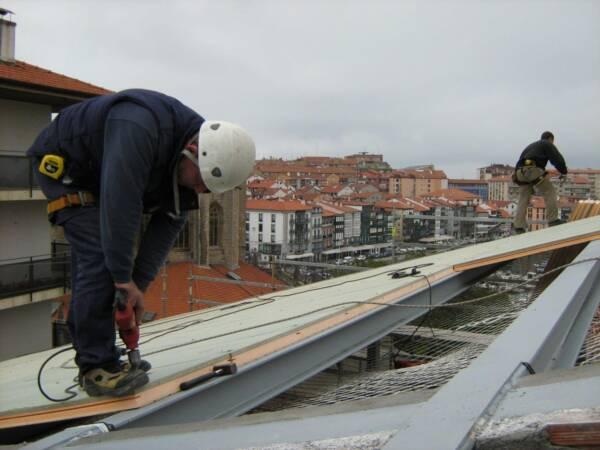 Tornillo Autorroscante: Fijación Panel Sándwich en Estructura Metálica 2