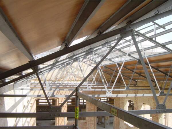 Tornillo Autorroscante: Fijación Panel Sándwich en Estructura Metálica 6